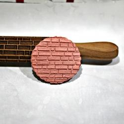 Скалка резная Кирпичики 35х4 см. бук 2