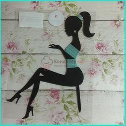 Топпер Девушка сидящая 17х19 см. микс пластик 1