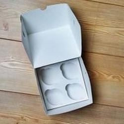 Упаковка для 4 капкейков 16х16х10 см. белая 2